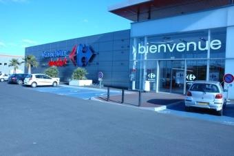 Carrefour vend les murs de 97 de ses supermarchés pour 365 millions d'euros.