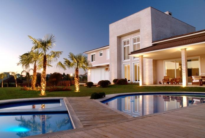 Immobilier de luxe : les riches préfèrent-ils louer plutôt qu'acheter une propriété luxueuse ?
