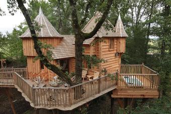 Dormir dans les arbres comme dans un château
