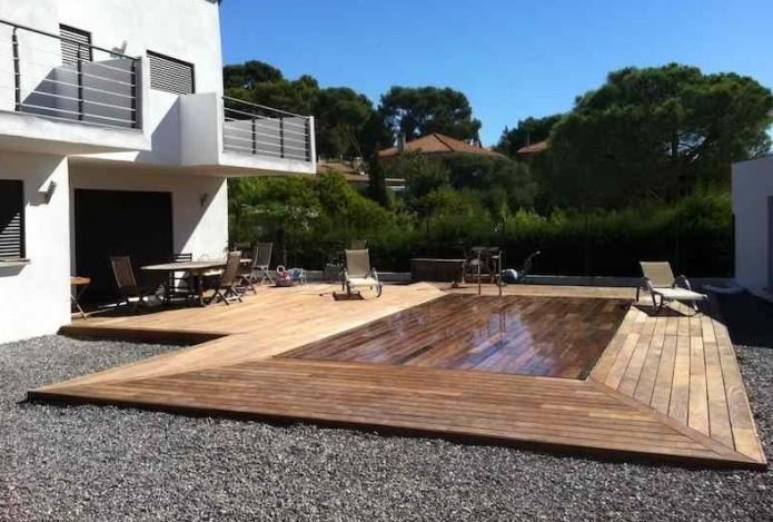 Piscine fond mobile terrasse for Piscine couverture mobile