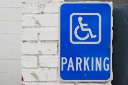 Accessibilité des bâtiments : la date de 2015 est maintenue