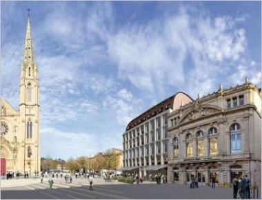 L'architecte Norman Foster revient à Nîmes