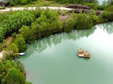 pour les vacances essayez les cabanes flottantes du domaine des grands lacs. Black Bedroom Furniture Sets. Home Design Ideas