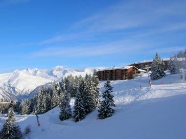 Immobilier des neiges, combien pour un chalet à Courchevel ? Et pour un studio à Chamonix ?