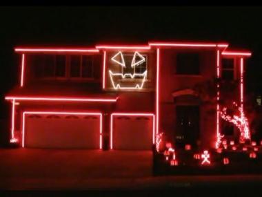 Une maison illuminée sur Gangnam Style